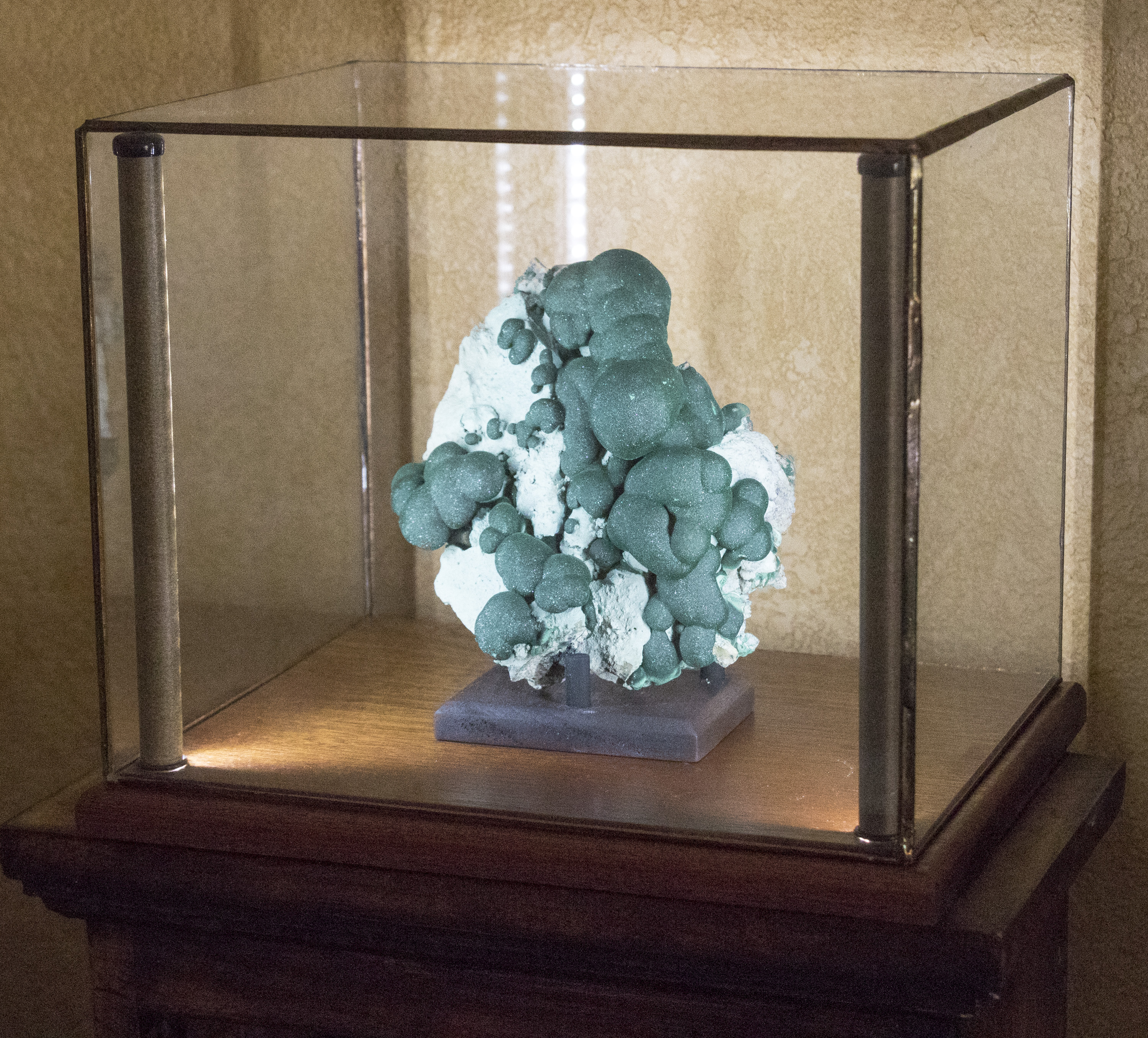 Greenstone Lighted Display Cases For Minerals Art Curios